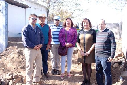 Andes on line entregan cami n aljibe y estanque para for Estanque aljibe