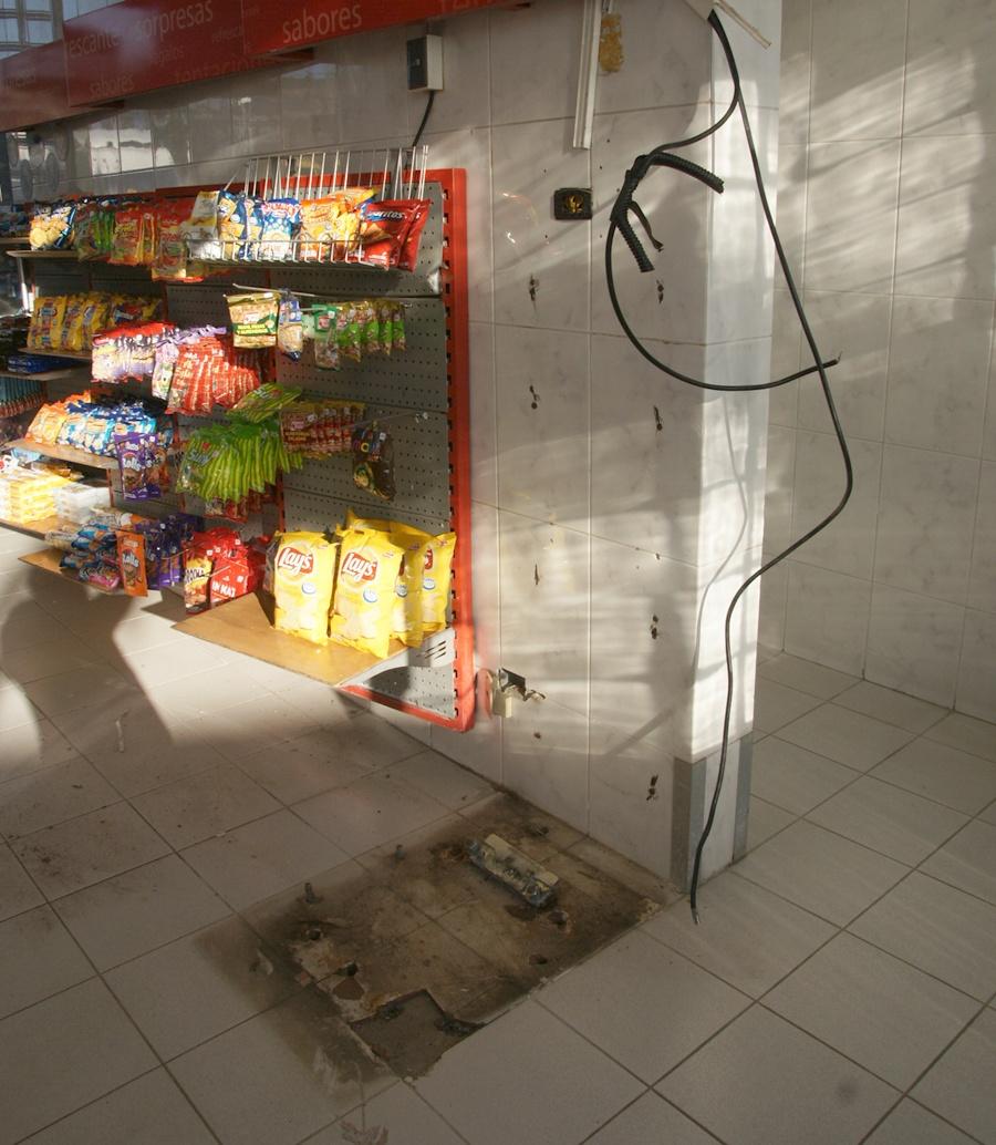 Andes on line delincuentes roban cajero autom tico desde for Cajeros automaticos cerca de mi
