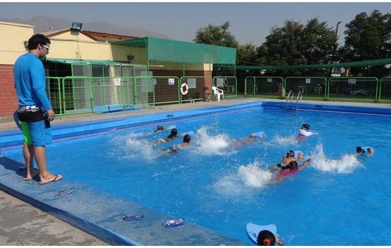 Andes on line ya comenzaron las actividades deportivas for Piscina la rinconada