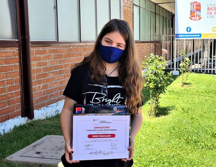 Adolescente italochilena, premiada por el MINEDUC en un Concurso nacional